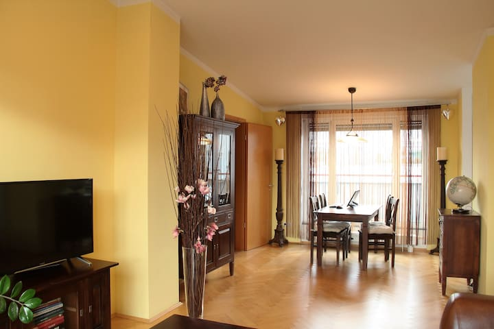 Three-room penthouse only 14 min to the city - München - Apartment