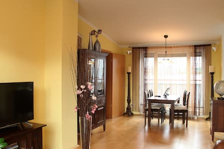 Three-room penthouse only 14 min to the city - Munich - Leilighet
