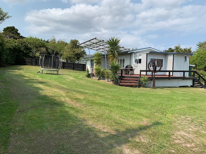 Idyllic Mangawhai Heads 5 mins from all amenities.