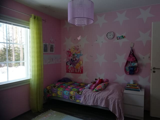 """""""Room Pink"""" A pink Princess Room with one bed and air matresses (or baby's bed) on the floor, if needed."""