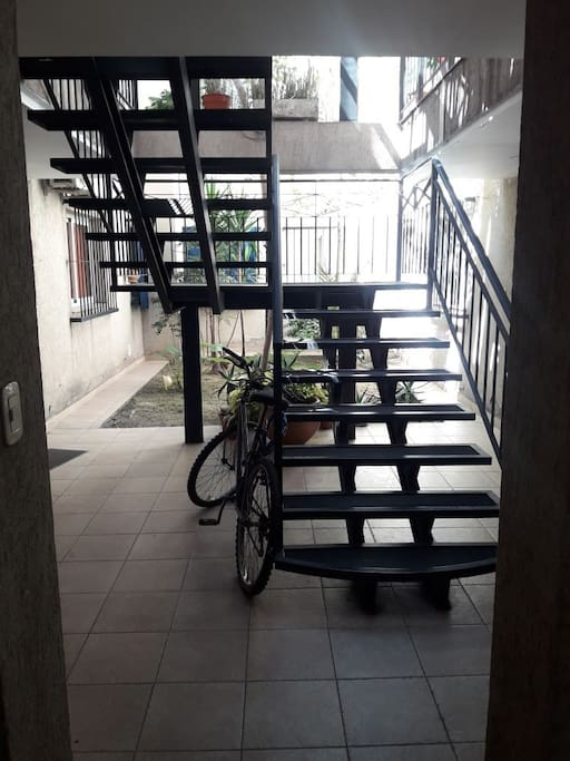 Escalera de acceso al departamento
