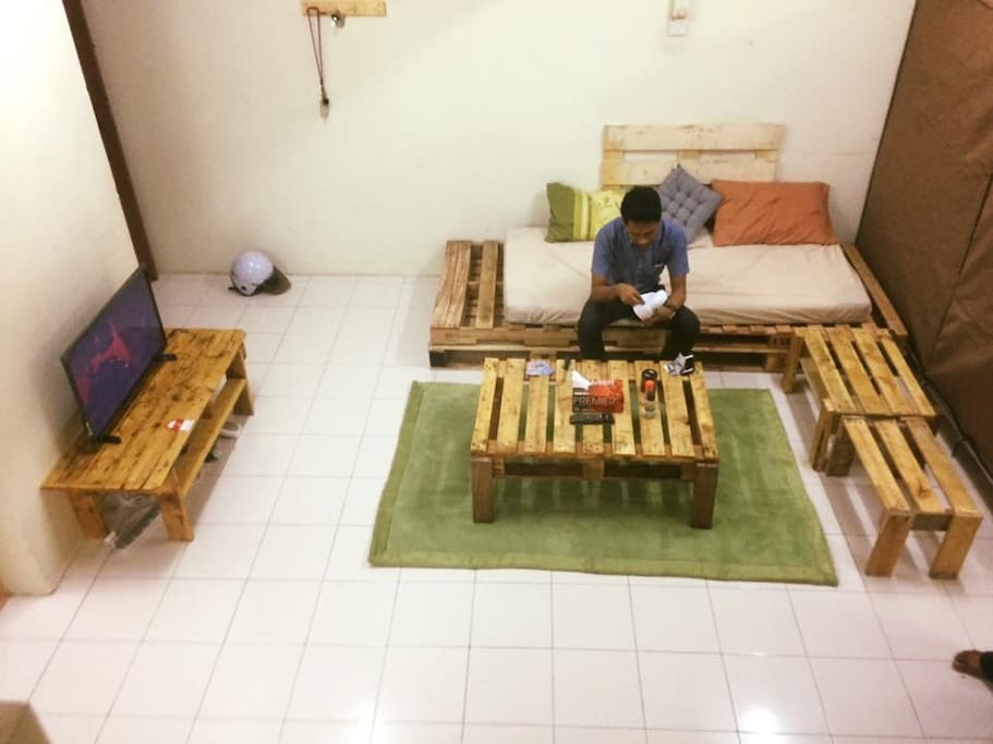 Comfy living area. Wifi and smart tv for entertainment. Authentic wooden pallet-based furnitures.