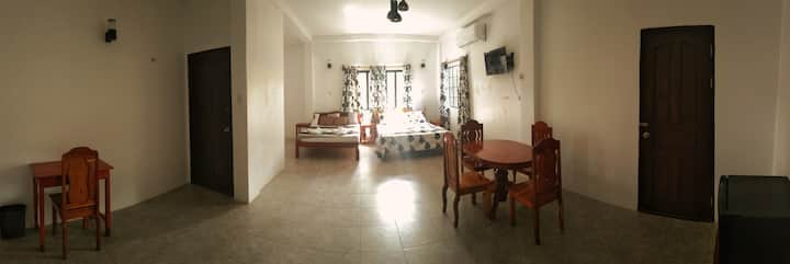 Clean, Sound Proof, Spacious Room w 10ft Ceilings