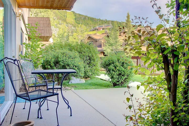 Hike/Bike In & Out, Amazing Mtn Location, Patio w/Slope Views, Uber Clean - Summer & Fall Deals