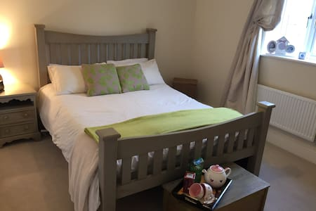 A spacious lovely double room - Bugbrooke - Дом