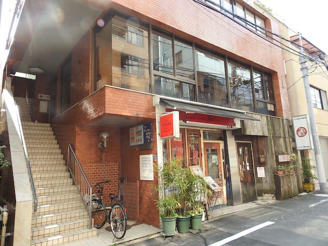 bnb+Secret Base Mejiro目白駅前Hostel 池袋まで徒歩圏内の好立地!