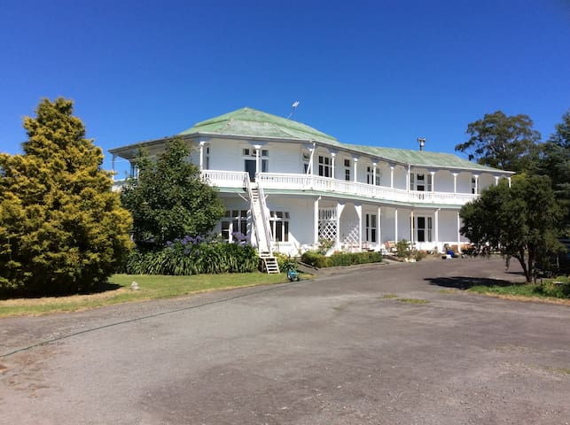 Tōtara: large, clean room with balcony views
