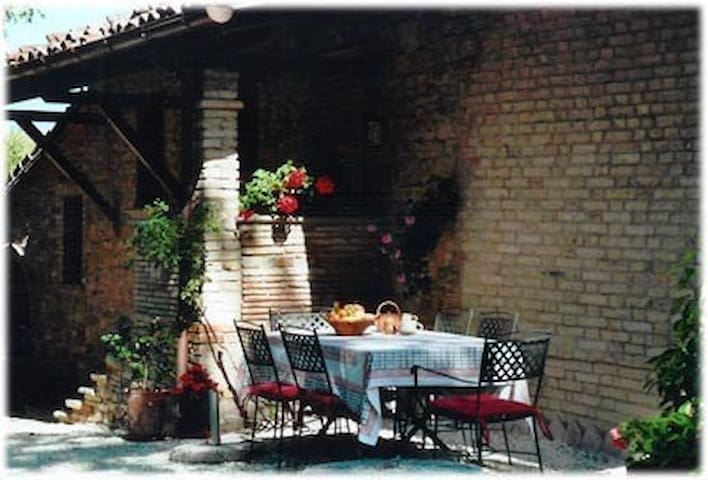San Cristoforo - beautiful self-catering apartment - Urbania - Huoneisto