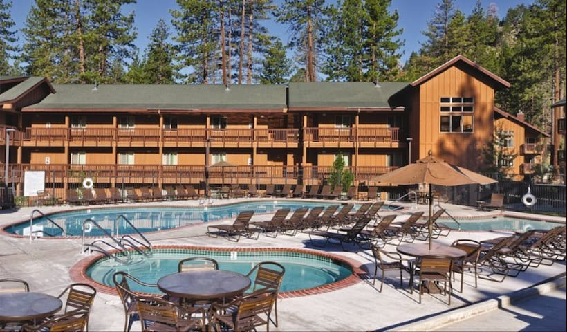 1 bedroom Suite/Sleeps 4 near Zephyr Cove