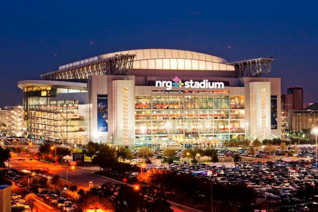 15 minute drive to NRG Football Stadium