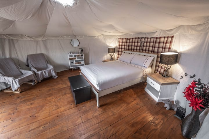 Glamping Yurt with direct access to Snowdon paths