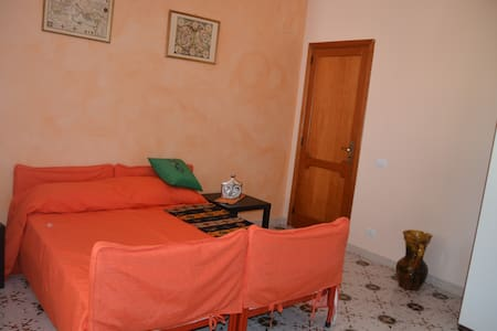 Stanza in villa vicinissima al mare - Torregrotta