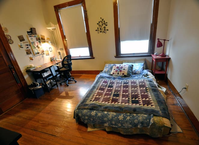 2BR East Rock – Spacious, Private, Sunlight - New Haven - Apartamento