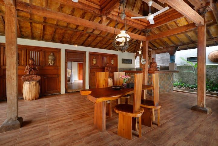 Joglo wooden villa close from Ubud Center