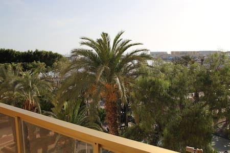 En frente del puerto - Adra - Byt