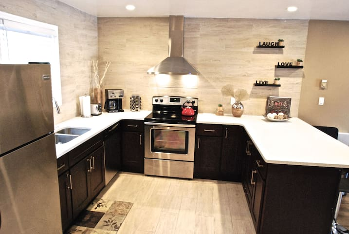 prepare your favorite dishes in this modern kitchen equipped with everything you need and new appliances.