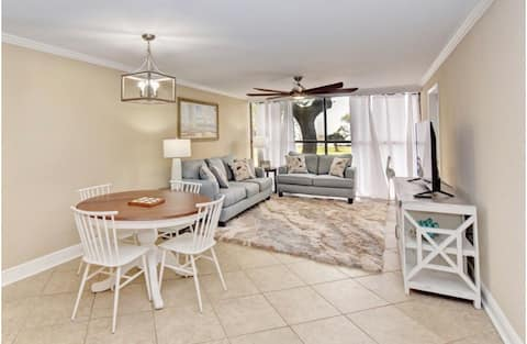 Luxury Beachview Condo, 2 King Beds, FULL KITCHEN