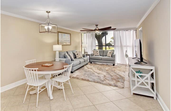 Luxury Beachview Condo, 2 King Beds, FULL KITCHEN