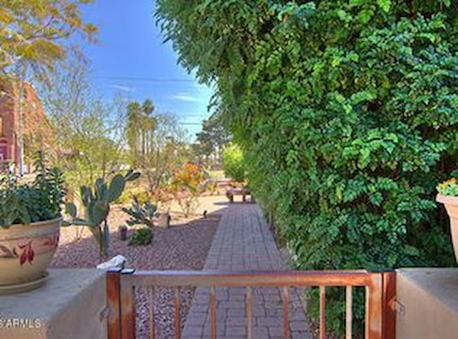Luxury Historic Home Downtown Phoenix - 2 people