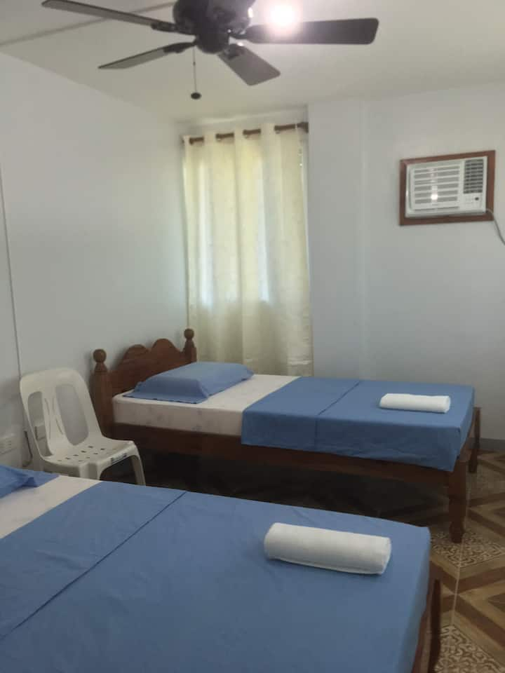 Antas Family Lodge ITBAYAT: Room for 2 w/ AC