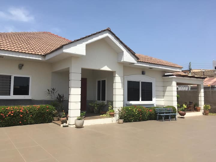 Double Room in Large Modern Home & 24/7 Security
