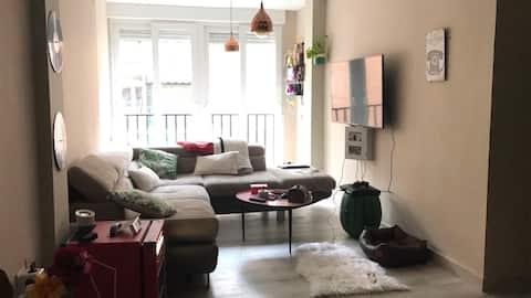 Habitación en piso con buena ubicación turística