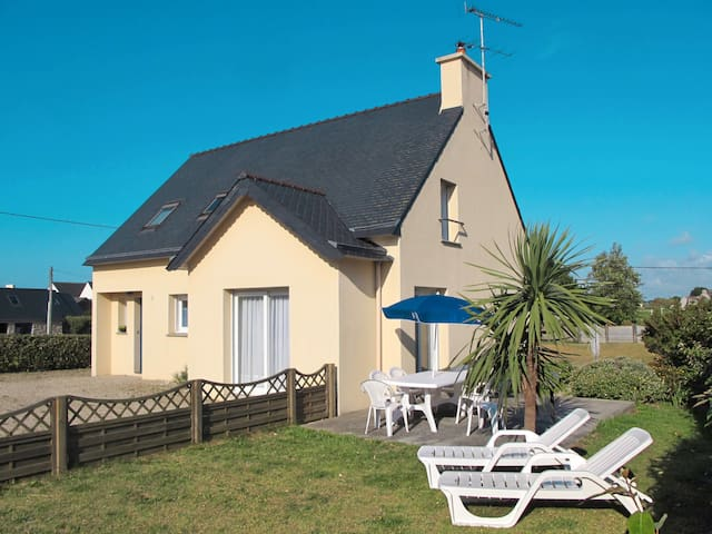 105 m² Holiday home in Plouescat for 6 persons