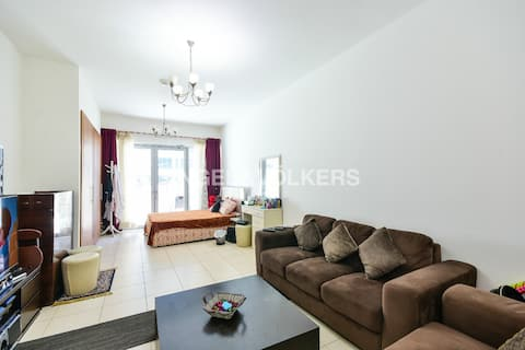 Stunning Studio with terrace, lawn, gym, pool