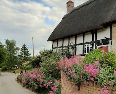 Character thatch cottage in a fantastic location.