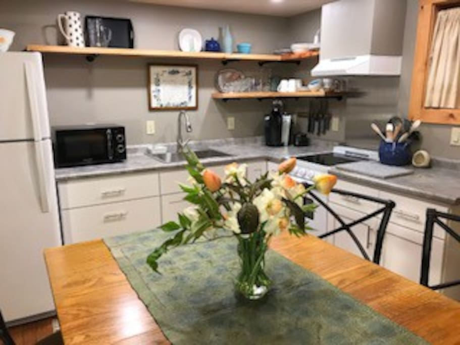 Fully equipped and appointed kitchen and dining area
