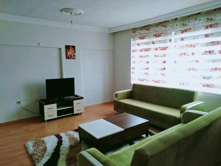 ****clean and economic flat close to oldtown****