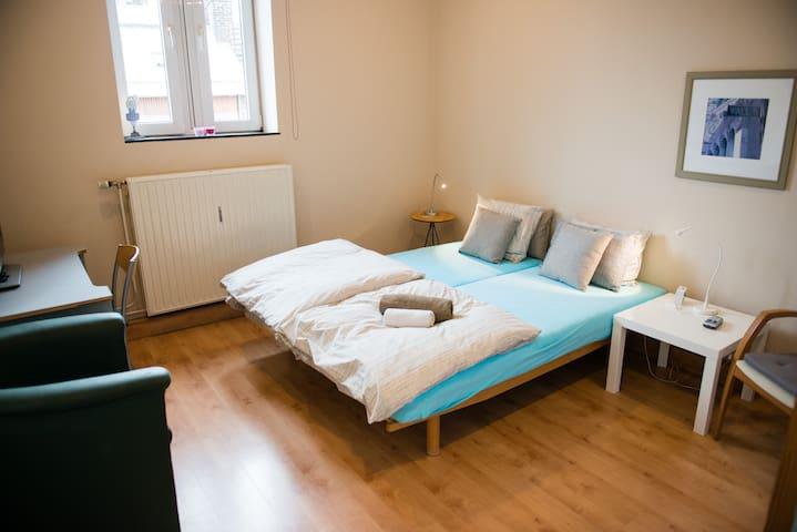 Chambres indépendantes au centre de Huy - Huy - Bed & Breakfast