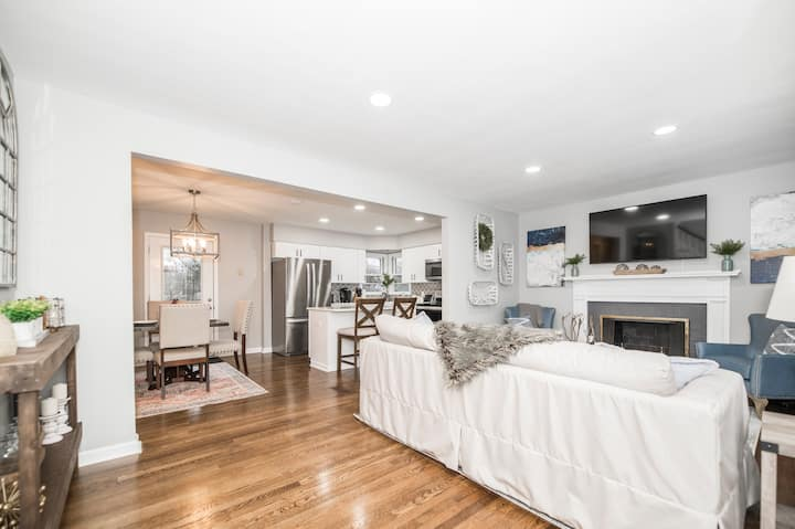 NEW! Luxury Remodel 4BR/2.5BA w/ outdoor space