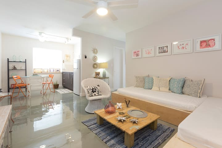 Wynwood Place 5 | 2BD with balcony + FREE Parking