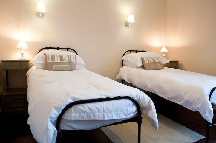 L'Escapade - Chambres d'hotes - Magnac-Laval - 家庭式旅館