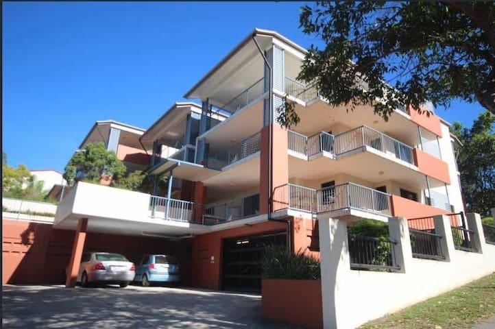 靠近昆士兰大学 三房两卫中的主卧招房客 三月一日到三月七日