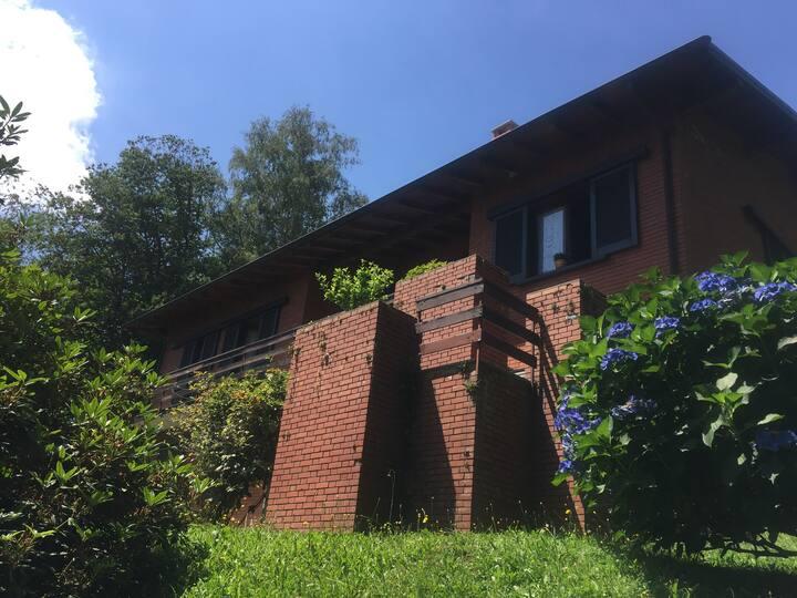 """Dandirindanda"" - house with garden, lake view"