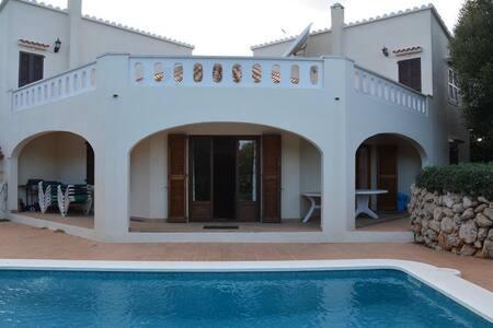 Casa Esquinera, Trebaluger - Es Castell - Villa