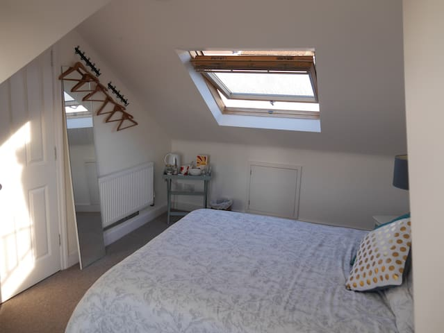 Spacious room with king size bed