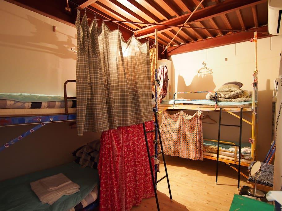 8ベッドドミトリーです 8 beds dormitory room
