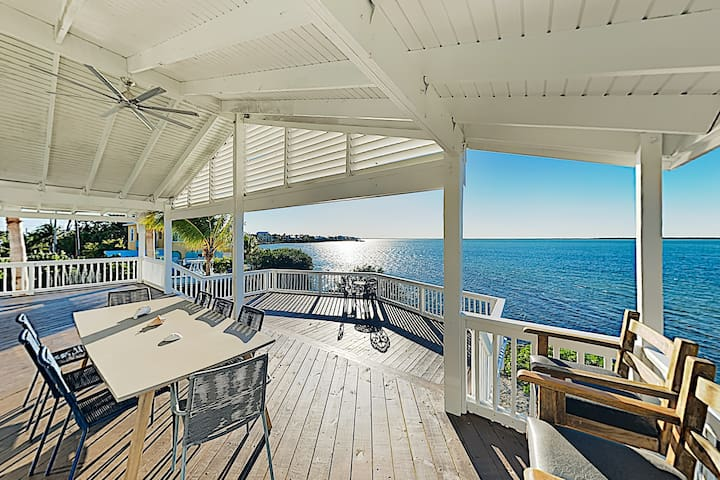Dazzling Bay-View Home w/ Boat Docks & Huge Deck
