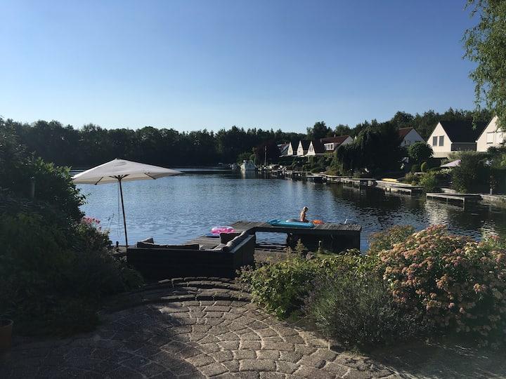 Vakantiehuis aan meer en dichtbij Groningen