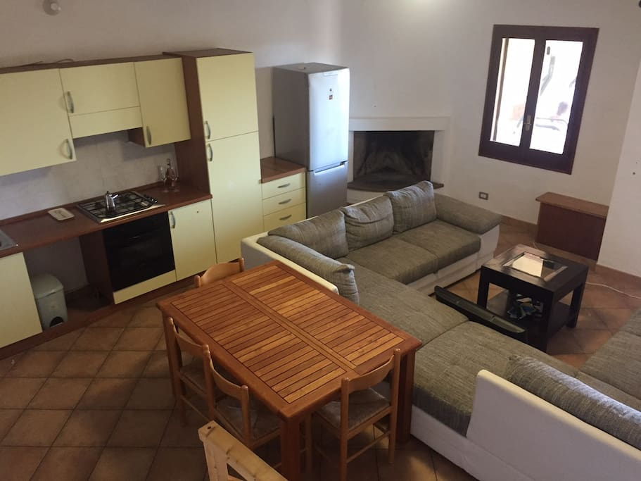 Ingresso living; Great Room with corner fireplace leads to terrace
