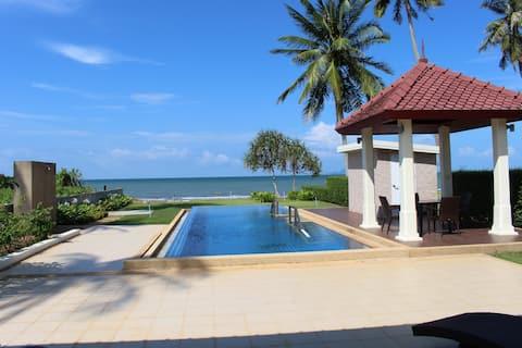 Luxury Villa on secluded beach