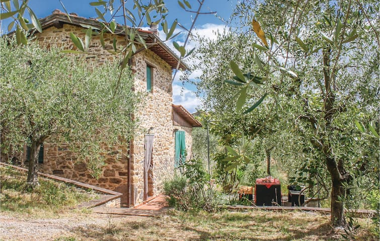 Holiday cottage with 2 bedrooms on 70m² in Colle di Compito LU