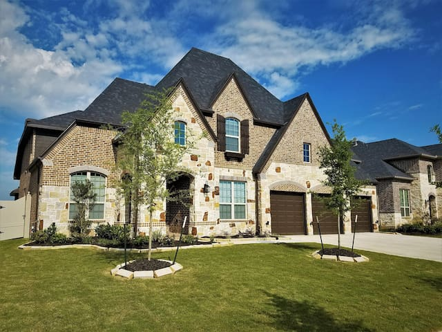 3650 sq ft Luxury Home in Brazos Town Center - Rosenberg