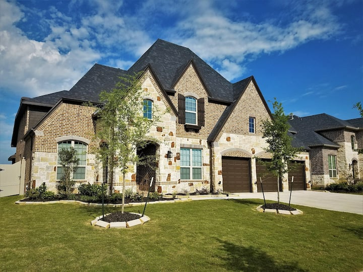 3650 sq ft Luxury Home in Brazos Town Center