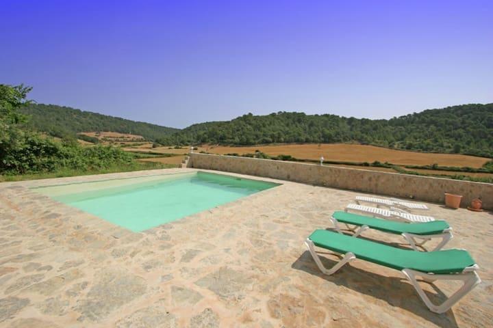Vrijstaande vakantiewoning met privé zwembad in de rust en natuur op Menorca