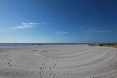 The Shores Beach Condo - Redington Shores