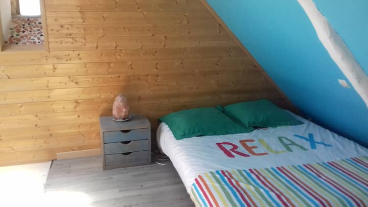 Grande chambre privée dans maison près de Caen